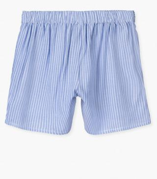 Fluid shorts with bow.