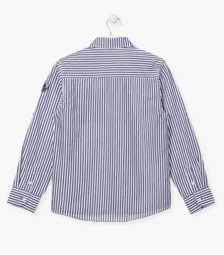 Striped shirt in white and blue.