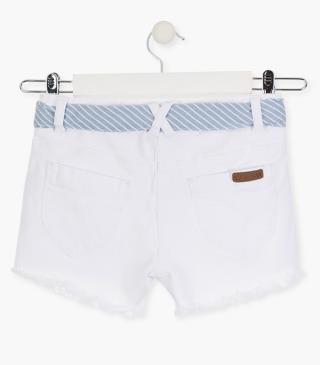 Short de sarga de color blanco.