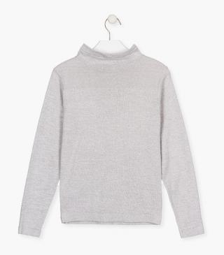Knit jumper with a kangaroo pocket.
