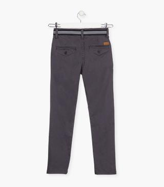 Twill trousers with a belt.
