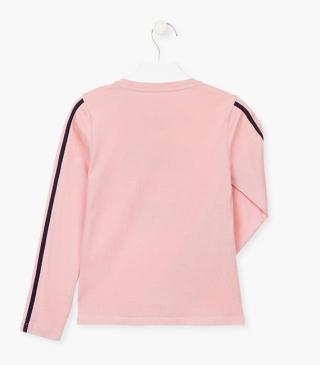 Graphic t-shirt in pink.