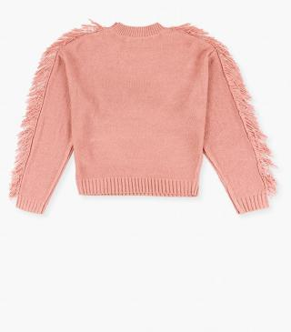 Jumper with fringed shoulders and sleeves.