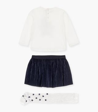 T-shirt, pleated skirt and tights set.