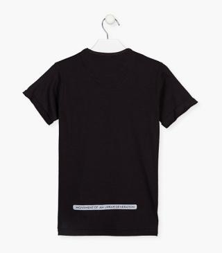 T-shirt with chest pocket with a flap.
