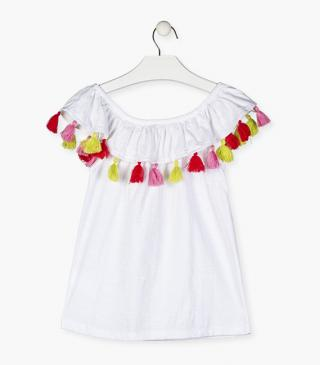 T-shirt with tassels.