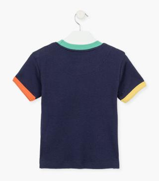 T-shirt con taschino in righe.