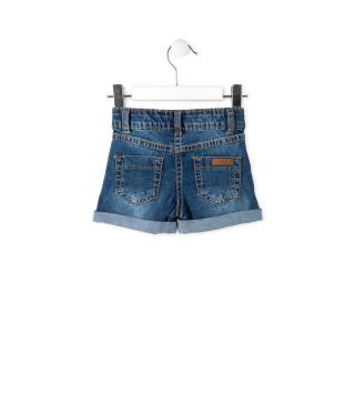 Short vaquero lavado con parches.