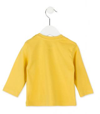 Camiseta de manga larga en color amarillo.