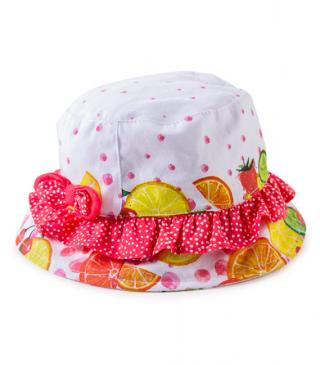 Gorro de color blanco con estampado de frutas.