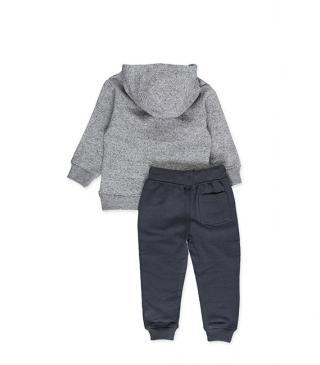 Set including a sweatshirt with side pockets and trousers.