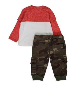 Combo fabric tee and camo trousers set.