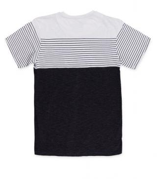 Short sleeve t-shirt with chest pocket.