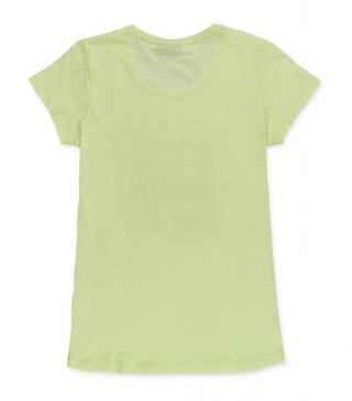 Camiseta de color verde con vegetación estampada.