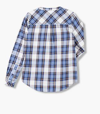 Shirt with patch pocket at the chest.