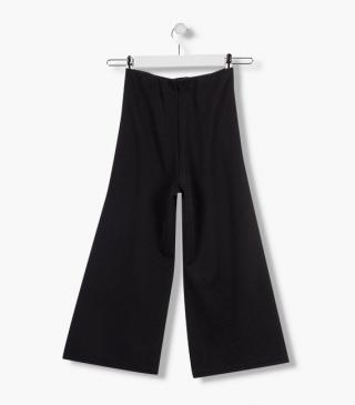 Loose trousers with matching belt.