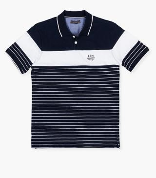 Polo with rubberised print on the chest.