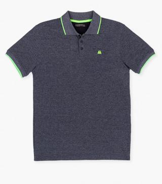 Piqué polo with rubberised print on the chest.