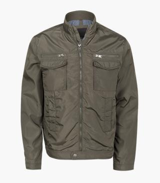Jacket with flapped patch pocket on the chest.