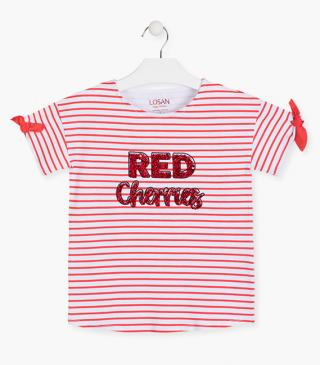 Red stripe t-shirt with short sleeves.
