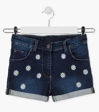 Daisy embroidery shorts.