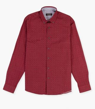 Camisa de color rojo estampada.