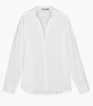 V-neck shirt with long sleeves.