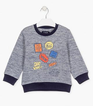 Sweatshirt with patches.