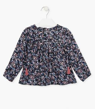 All-over floral motif blouse.