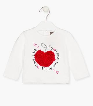 Cute appliqué t-shirt.