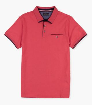Organic cotton polo with pocket on the chest.