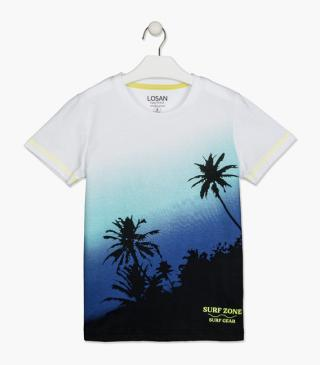 Tee with palm trees.