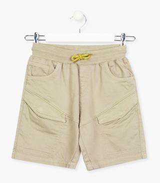 Multi-pocket shorts in brown.