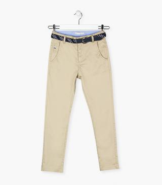 Trousers with a belt.