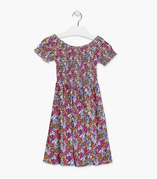 Dress with short sleeves and flowers.
