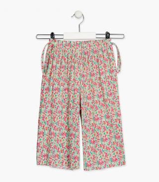 Pleated trousers with floral motif.