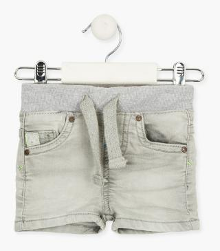 Green detail shorts in grey.