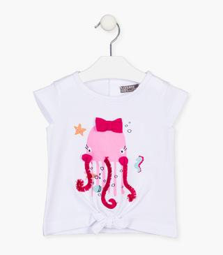 Short sleeve tee with octopus.