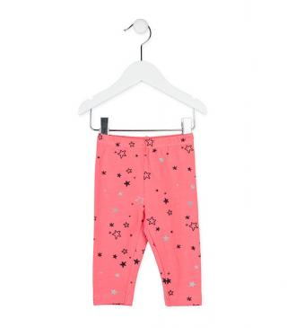Legging en color coral medio estampado con estrellitas.