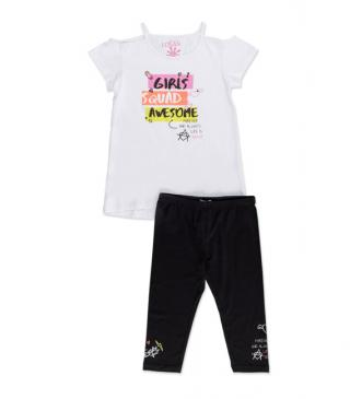 Conjunto de camiseta estampada y legging de color negro.