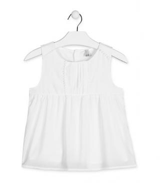 Blusa de tirantes de color blanco.