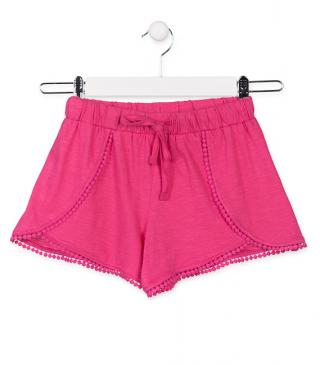Short de punto de color rosa.