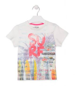 Camiseta de color blanco con estampado surfero.