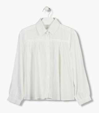 Shirt with yoke panels at the back and the front.