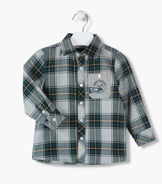 Flannel shirt with plaid motif.