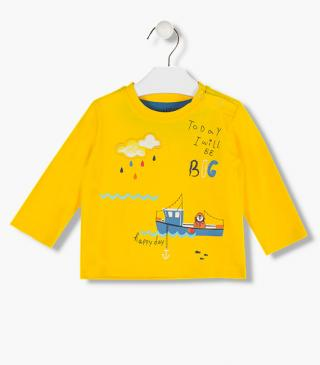 Boat design t-shirt.