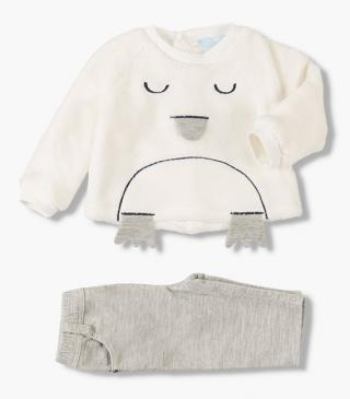 Fluffy sweatshirt & trousers set.